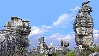 The extraordinarily beautiful ShiLin 石林 Stone Forest Geological Park