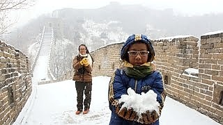 Hiking the Great Wall 长城 of China in the snow