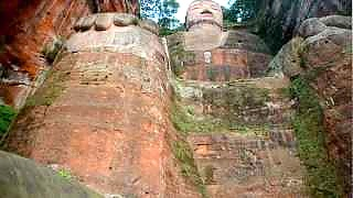 Video : China : Mount EMei 峨眉山 scenic area, including the LeShan giant Buddha 乐山大佛