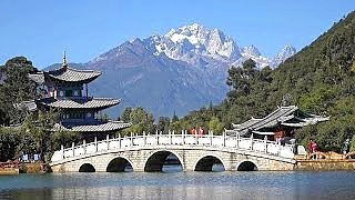 The awesomely beautiful ancient town of LiJiang  丽江, YunNan province, in Ultra HD / 4K