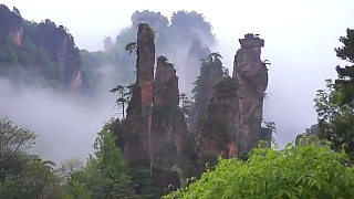 Exploring the beautiful ZhangJiaJie 张家界 nature reserve