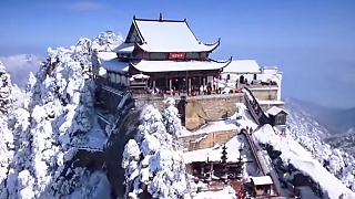 Mount JiuHua 九华山 in the snow