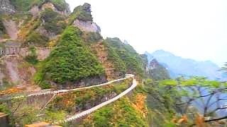 Video : China : Driving up TianMen Mountain 天門山, HuNan province