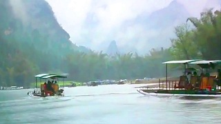Video : China : A rainy day in YangShuo 阳朔, and misty Li River 漓江 boat ride