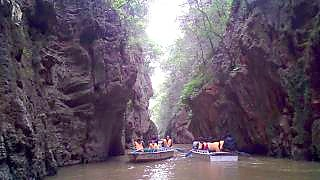 Boating at YinCui Gorge 荫翠峡, JiuXiang, YunNan province
