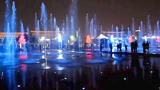 The musical fountain at the Big Wild Goose Pagoda in Xi'An 西安