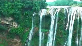 The beautiful HuangGuoShu Waterfall 黄果树瀑布 scenic area – video