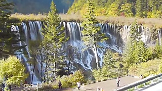 Video : China : Beautiful scenes at JiuZhaiGou 九寨沟 valley, SiChuan province