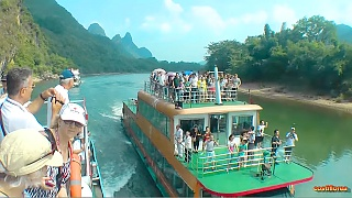 A boat ride along the beautiful Li River 漓江