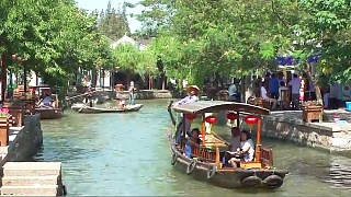 A walk through ZhuJiaJiao 朱家角 water town