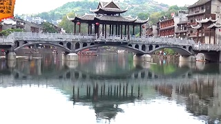 FengHuang 凤凰 ancient town, and ZhangJiaJie 张家界 national forest park
