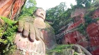 Video : China : LeShan Giant Buddha 乐山大佛 scenic area, SiChuan province