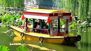 Video : China : Boating through lotuses, BeiHai Park 北海公园, BeiJing