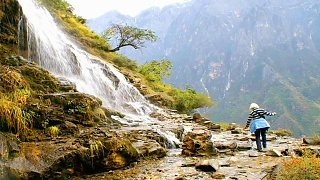 Video : China : Tiger Leaping Gorge 虎跳峡, YunNan province - slideshow video
