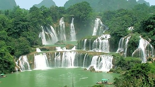 The spectacular DeTian Waterfalls 德天瀑布