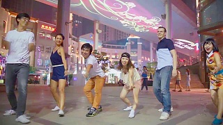 Video : China : Beijing 北京 Swing !